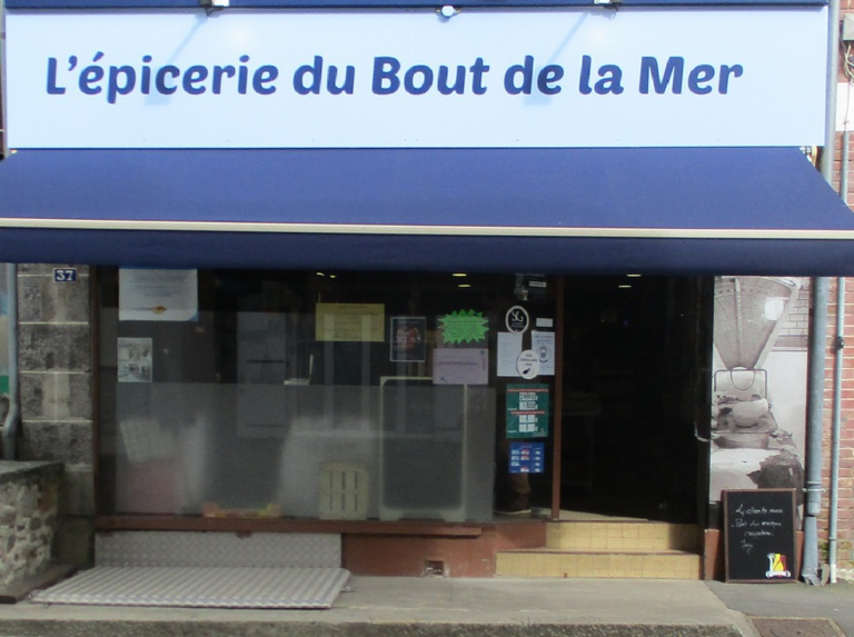 "Le ""Petit Marché"" alimentation, carterie,  point- poste"